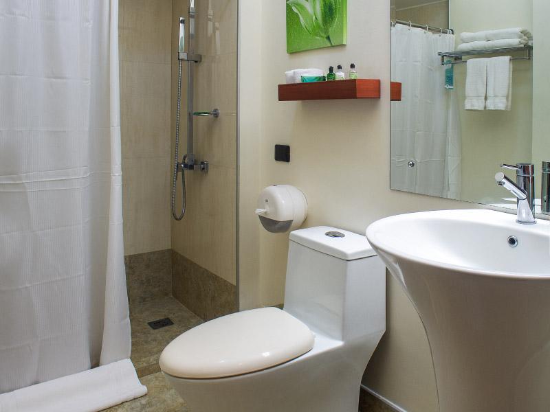 habitaciondisponible-hoteles-enpaseocolon-hotelparquedellago03